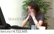 Купить «Tired woman working at a computer», видеоролик № 4722605, снято 16 февраля 2019 г. (c) Wavebreak Media / Фотобанк Лори