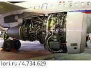 Разобранный двигатель самолета А-319 (2012 год). Редакционное фото, фотограф Олег Пластинин / Фотобанк Лори
