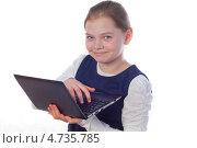 Девочка с ноутбуком на белом фоне. Стоковое фото, фотограф Дмитрий Лифанов / Фотобанк Лори