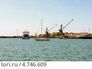 Суда в порту (2012 год). Редакционное фото, фотограф Сергей Иванов / Фотобанк Лори