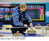 Купить «Судья определяет результат в спорном случае, керлинг», фото № 4747037, снято 2 марта 2013 г. (c) Анна Мартынова / Фотобанк Лори