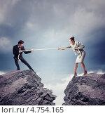 Купить «Концепция противостояния в бизнесе - мужчина и женщина перетягивают вервку над пропастью», фото № 4754165, снято 26 мая 2019 г. (c) Sergey Nivens / Фотобанк Лори