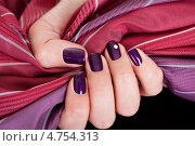 Купить «Красивый модный фиолетовый маникюр на изящных женских руках», фото № 4754313, снято 4 ноября 2012 г. (c) Андрей Попов / Фотобанк Лори