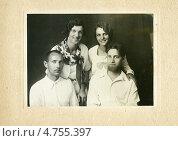 Купить «Групповое фото семей двух братьев Балицких», эксклюзивное фото № 4755397, снято 26 февраля 2020 г. (c) Михаил Ворожцов / Фотобанк Лори