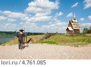 Купить «Плес. Памятник художнику на горе Левитана», фото № 4761085, снято 15 июня 2013 г. (c) Бурмистрова Ирина / Фотобанк Лори