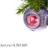 Купить «Старая новогодняя игрушка на еловой ветке», фото № 4767601, снято 11 октября 2007 г. (c) Литова Наталья / Фотобанк Лори