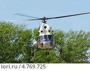 Первые московские вертолетные гонки, Клин. Вертолет Ми-2 на развозке грузов (2013 год). Редакционное фото, фотограф Alexei Tavix / Фотобанк Лори