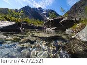 Купить «Озеро в горах», фото № 4772521, снято 10 июля 2012 г. (c) Сергей Александров / Фотобанк Лори