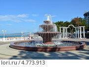 Купить «Светомузыкальный фонтан на набережной Геленджика», эксклюзивное фото № 4773913, снято 19 июня 2013 г. (c) Игорь Архипов / Фотобанк Лори