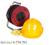Купить «Катушка с электрическим кабелем, перчатки и строительная каска», фото № 4774701, снято 12 января 2013 г. (c) Андрей Попов / Фотобанк Лори