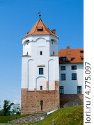 Купить «Башня Мирского замка», фото № 4775097, снято 6 июня 2013 г. (c) Инна Грязнова / Фотобанк Лори