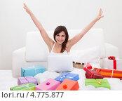 Купить «Удачные интернет-покупки. Довольная девушка с горой коробок дома на диване», фото № 4775877, снято 19 января 2013 г. (c) Андрей Попов / Фотобанк Лори