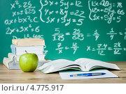Купить «Натюрморт с учебниками и яблоком на фоне доски с формулами», фото № 4775917, снято 23 января 2013 г. (c) Андрей Попов / Фотобанк Лори