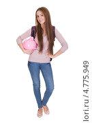 Купить «Довольная студентка держит большую свинью-копилку», фото № 4775949, снято 27 февраля 2013 г. (c) Андрей Попов / Фотобанк Лори