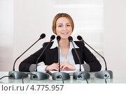 Купить «Привлекательная деловая женщина на пресс-конференции», фото № 4775957, снято 27 февраля 2013 г. (c) Андрей Попов / Фотобанк Лори