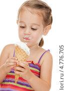 Купить «Маленькая девочка в полосатом сарафане ест мороженое», фото № 4776705, снято 11 июля 2010 г. (c) Syda Productions / Фотобанк Лори