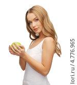 Купить «Красивая девушка с длинными русыми волосами с зеленым яблоком», фото № 4776965, снято 8 декабря 2012 г. (c) Syda Productions / Фотобанк Лори