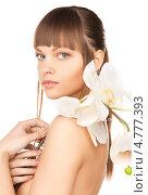 Купить «Красивая девушка с челкой держит белые цветы орхидеи в руках», фото № 4777393, снято 13 марта 2010 г. (c) Syda Productions / Фотобанк Лори