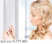 Купить «Красивая девушка с термометром», фото № 4777481, снято 3 апреля 2010 г. (c) Syda Productions / Фотобанк Лори