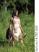 Купить «Молодая индианка стоит в поле и смотрит вдаль», фото № 4787933, снято 12 июня 2013 г. (c) Игорь Долгов / Фотобанк Лори