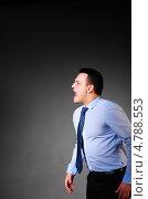 Купить «Бизнесмен кричит в сторону», фото № 4788553, снято 22 июня 2013 г. (c) Сергей Петерман / Фотобанк Лори