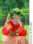 Купить «Девушка в русском народном костюме и венке на празднике Троица», фото № 4791001, снято 23 июня 2013 г. (c) ElenArt / Фотобанк Лори