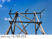 Купить «Деревянная опора высоковольтной линии», фото № 4793073, снято 23 июня 2013 г. (c) Александр Романов / Фотобанк Лори