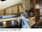 Купить «Полуавтоматическая машина для вязания одежды», фото № 4793741, снято 17 июня 2013 г. (c) Гурьянов Андрей / Фотобанк Лори