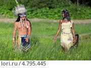 Купить «Вождь индейского племени с молодой индианкой идут по зеленому лугу», фото № 4795445, снято 12 июня 2013 г. (c) Игорь Долгов / Фотобанк Лори