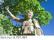 Купить «Кентавр. Скульптура на мосту. Павловск», эксклюзивное фото № 4797481, снято 18 июня 2013 г. (c) Александр Щепин / Фотобанк Лори