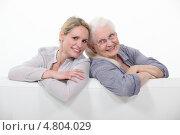 Купить «Улыбающиеся пожилая женщина и ее дочь», фото № 4804029, снято 23 февраля 2011 г. (c) Phovoir Images / Фотобанк Лори