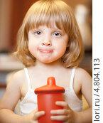 Купить «Портрет светловолосой девочки с чашкой», фото № 4804113, снято 5 февраля 2010 г. (c) Станислав Фридкин / Фотобанк Лори