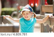 Маленькая девочка на детской площадке. Стоковое фото, фотограф Яков Филимонов / Фотобанк Лори
