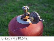 Газовый баллон с редуктором. Стоковое фото, фотограф Anatolii Boida / Фотобанк Лори