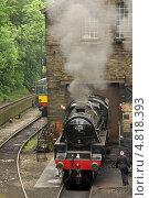 Паровозы на железнодорожной станции в Хауорте (Haworth), Великобритания (2013 год). Редакционное фото, фотограф Natalya Sidorova / Фотобанк Лори