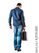 Мужчина с чемоданом в руке. Стоковое фото, фотограф katalinks / Фотобанк Лори