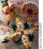 Купить «Стол с изысканными десертами», фото № 4820697, снято 20 июля 2019 г. (c) Food And Drink Photos / Фотобанк Лори