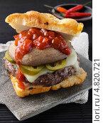 Купить «Бутерброд с говядиной и креольским соусом», фото № 4820721, снято 22 июля 2019 г. (c) Food And Drink Photos / Фотобанк Лори