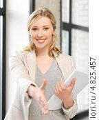 Купить «Довольная деловая женщина в офисе», фото № 4825457, снято 17 июня 2012 г. (c) Syda Productions / Фотобанк Лори
