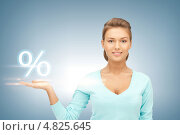 Купить «Знак процентов скидки над рукой женщины», фото № 4825645, снято 28 августа 2011 г. (c) Syda Productions / Фотобанк Лори