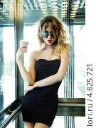 Купить «Красивая юная девушка в солнечных очках и черном платье в современном лифте», фото № 4825721, снято 24 августа 2011 г. (c) Syda Productions / Фотобанк Лори