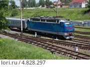Купить «Пассажирский поезд РЖД», фото № 4828297, снято 16 июня 2013 г. (c) Михаил Рыбачек / Фотобанк Лори