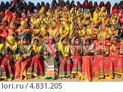 Купить «Большая группа индийских девушек в яркой этнической одежде», фото № 4831205, снято 21 ноября 2012 г. (c) Михаил Коханчиков / Фотобанк Лори