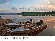 Купить «Лодки ранним утром на реке Вятке», фото № 4838113, снято 6 июля 2013 г. (c) Владимир Федечкин / Фотобанк Лори