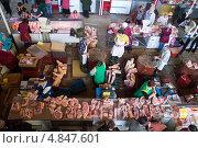 Мясо на центральном рынке, Гомель, Беларусь (2013 год). Редакционное фото, фотограф Елена Григорьева / Фотобанк Лори