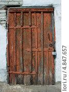 Старая деревянная дверь. Стоковое фото, фотограф Елена Григорьева / Фотобанк Лори