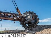 Роторное колесо роторного экскаватора, фото № 4850197, снято 14 июня 2013 г. (c) Геннадий Соловьев / Фотобанк Лори