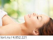 Купить «Очаровательная брюнетка с волнистыми волосами и обнаженными плечами», фото № 4852221, снято 30 октября 2011 г. (c) Syda Productions / Фотобанк Лори