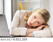 Купить «Уставшая сотрудница лежит на руках за столом», фото № 4852269, снято 17 июня 2012 г. (c) Syda Productions / Фотобанк Лори