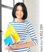 Купить «Студентка с книгами и тетрадями», фото № 4852589, снято 7 апреля 2012 г. (c) Syda Productions / Фотобанк Лори